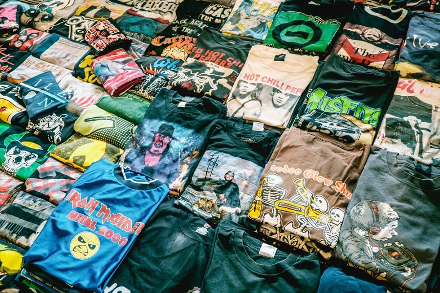 Daftar Kaos Band yang Paling Banyak Dibeli Menurut Survei