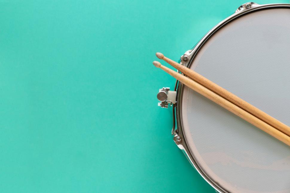 5 Cara Memainkan Drum untuk Pemula