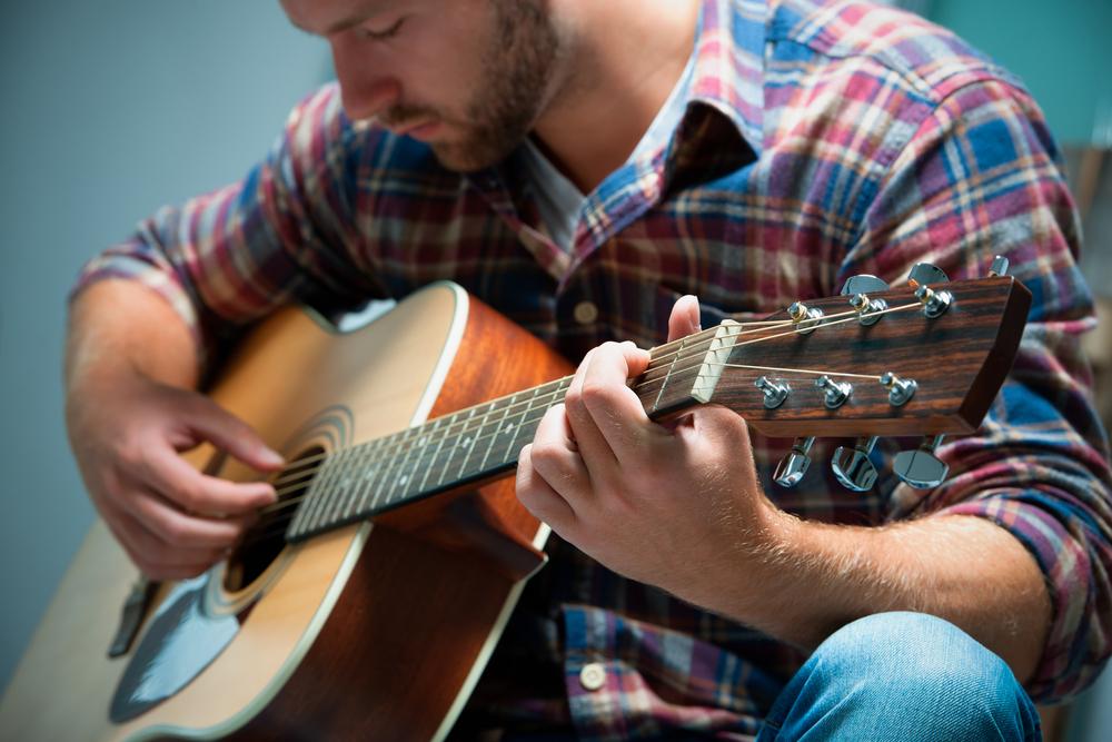 3 Tips Memilih Gitar Akustik untuk Pemula
