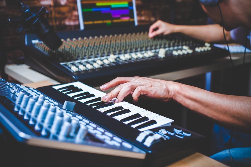 6 Alat Musik Modern yang Dapat Digunakan dalam Berbagai Genre