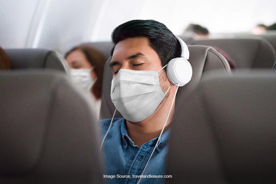 tidur saat di pesawat