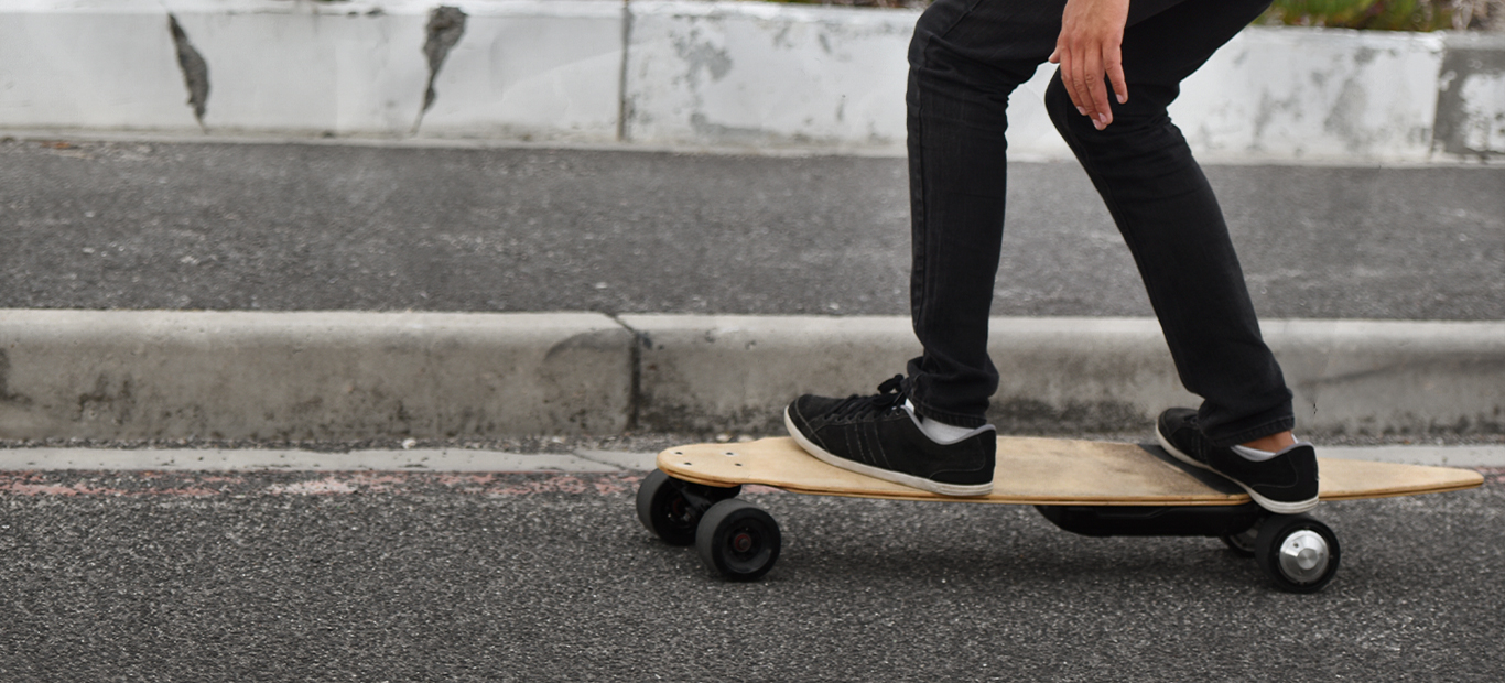 Berani Coba Nge-Skate dengan Sensasi Futuristik Pakai Skateboard Listrik?