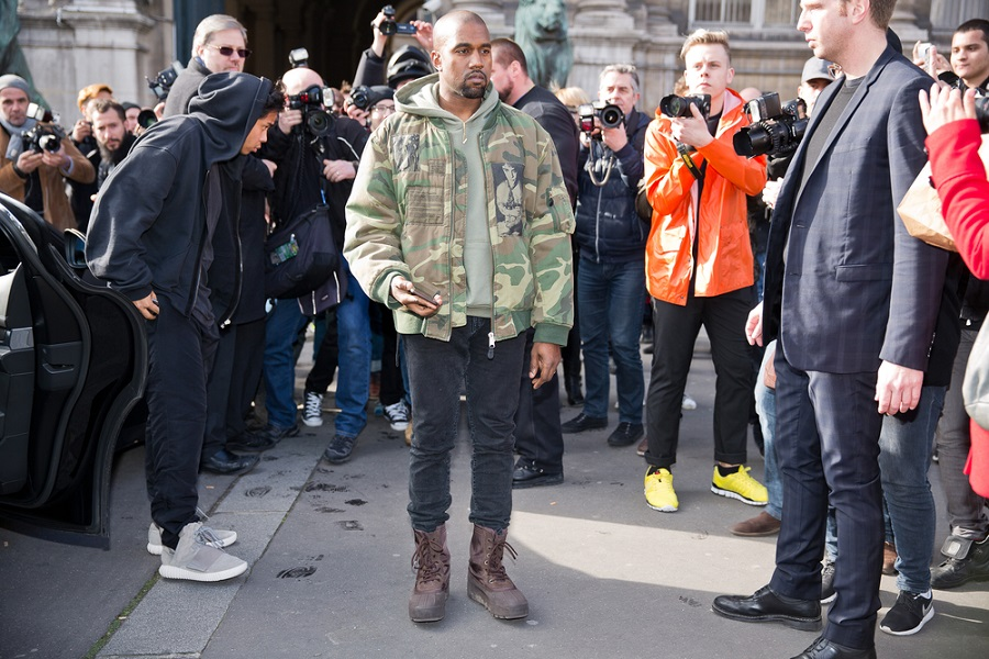 Kanye West Kenang Mendiang Ibunya di Video Klip 'Donda Chant'