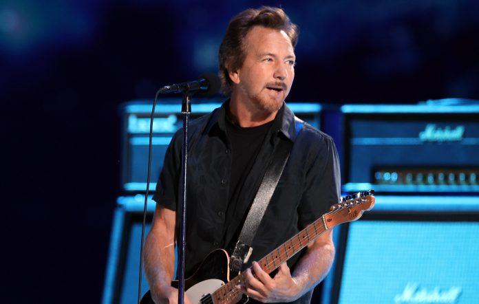"""Eddie Vedder Ungkap Penghormatan Lewat """"Long Way"""""""