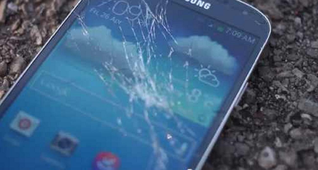 Jangan Panik Dulu Kalau Kaca Ponselmu Retak
