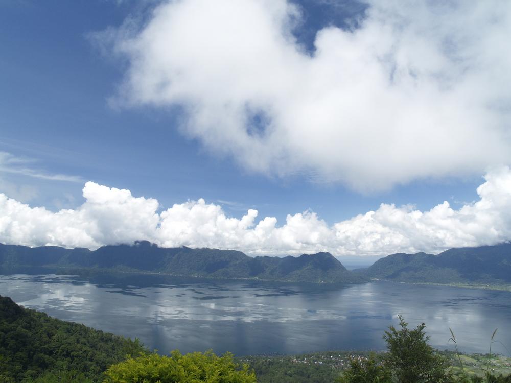 Menikmati Keheningan Danau Maninjau Sumatera Barat