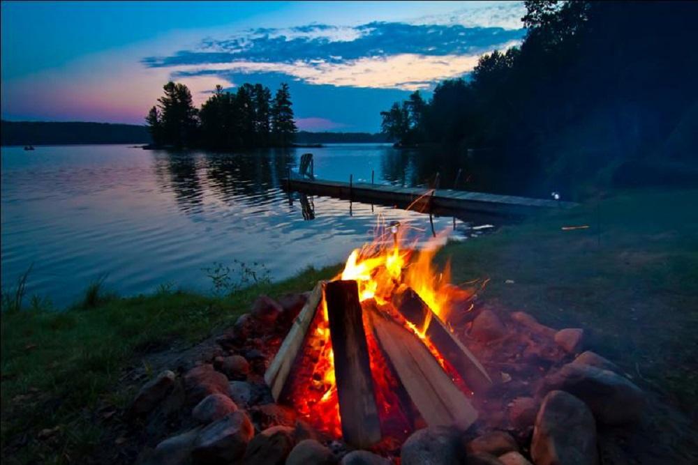 Manfaat api unggun dan bahan alami untuk membuatnya