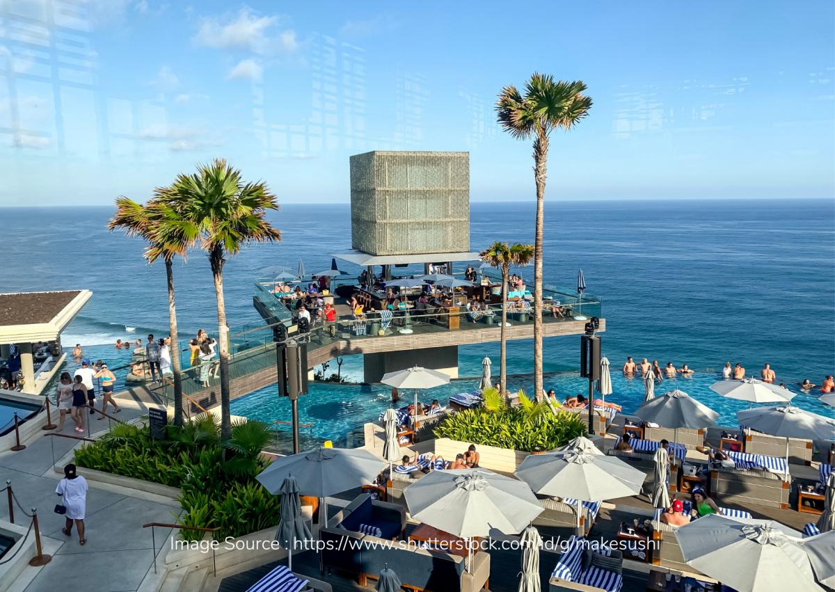 Buat Pencinta Pantai, Ini Beach Club Mewah yang Bisa Lo Kunjungi