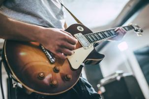 5 Tips Belajar Gitar untuk Pemula dengan Mudah